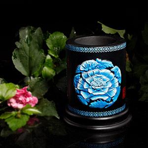 牡丹花活性炭雕笔筒