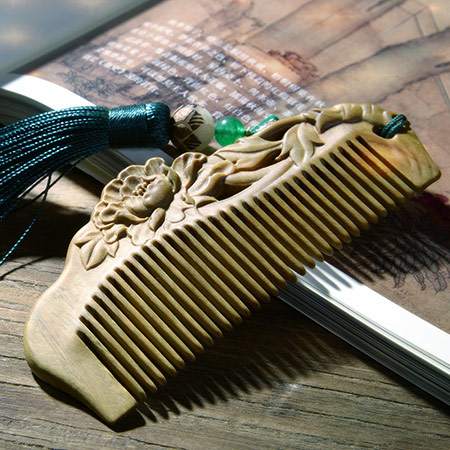 牡丹雕花绿檀木梳子